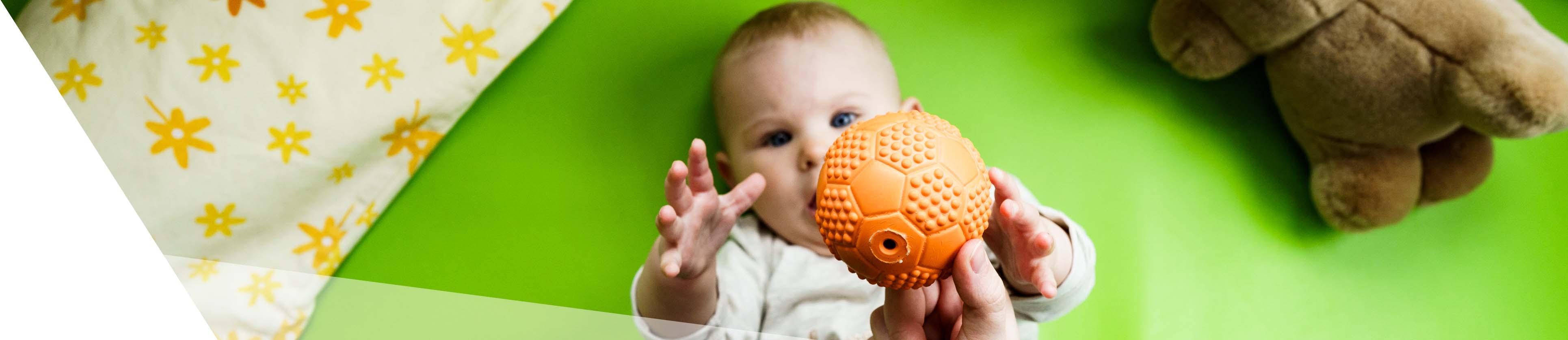 Banner Baby mit Ball